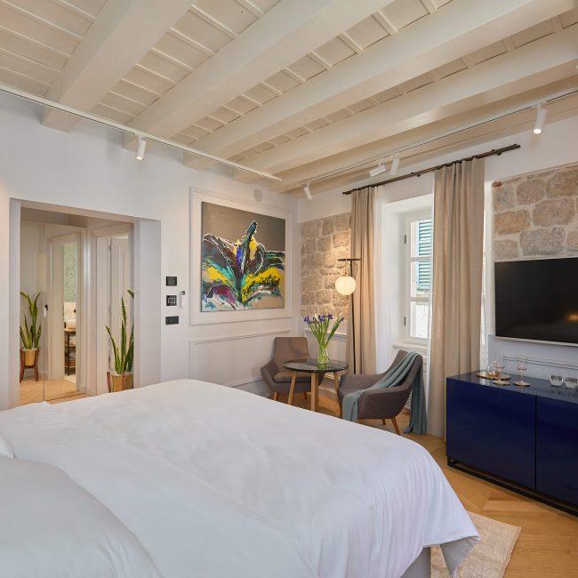 tauris room